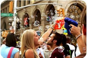 kisses at the bubble battle!